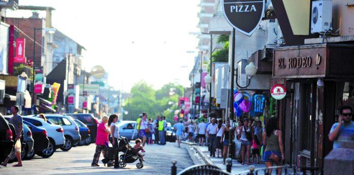 centro-comercial-san-isidro-estacionamiento-fiestas