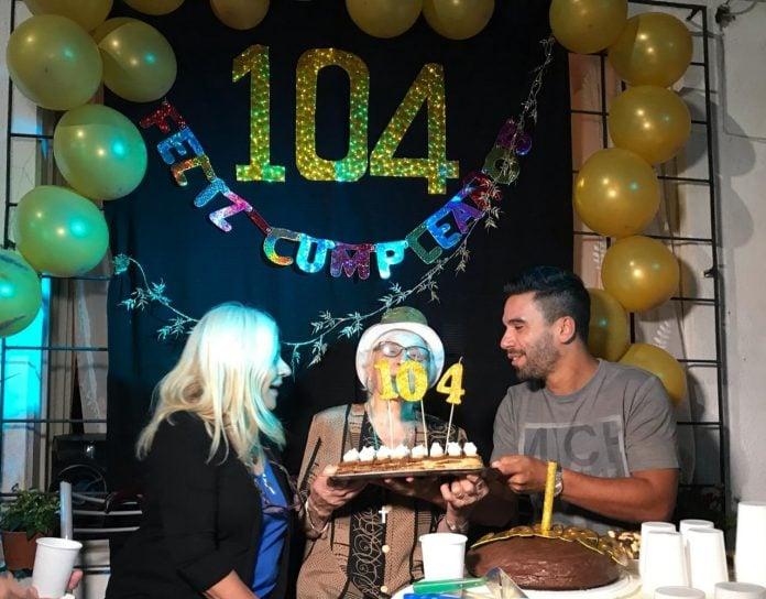 cumpleaños-vecina-104-años-vicente-lopez-2