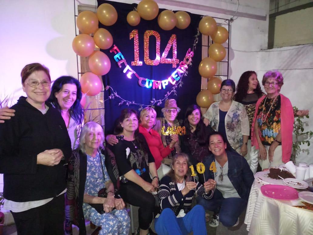 cumpleaños-vecina-104-años-vicente-lopez