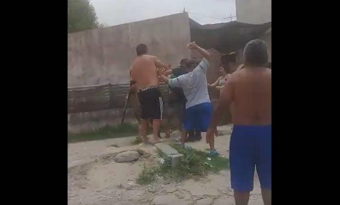enfrentamiento-policia-vecinos-barrio-garrote-tigre