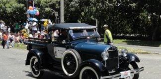 desfile-ford-a-paseo-de-la-costa