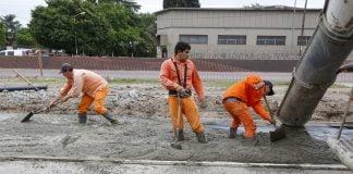 El Municipio Trabaja En La Construcción De Dársenas De Estacionamiento, Sobre La Colectora De La Av. J.m. Rosas
