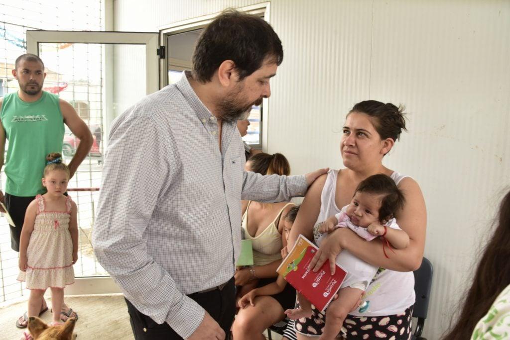 El Intendente Fernando Moreira Recorrió El Nuevo Centro Y Saludó A Los Vecinos