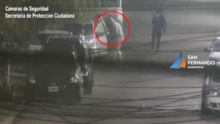 Robo frustrado en San Fernando: se llevaban un auto empujando y las cámaras permitieron detenerlos
