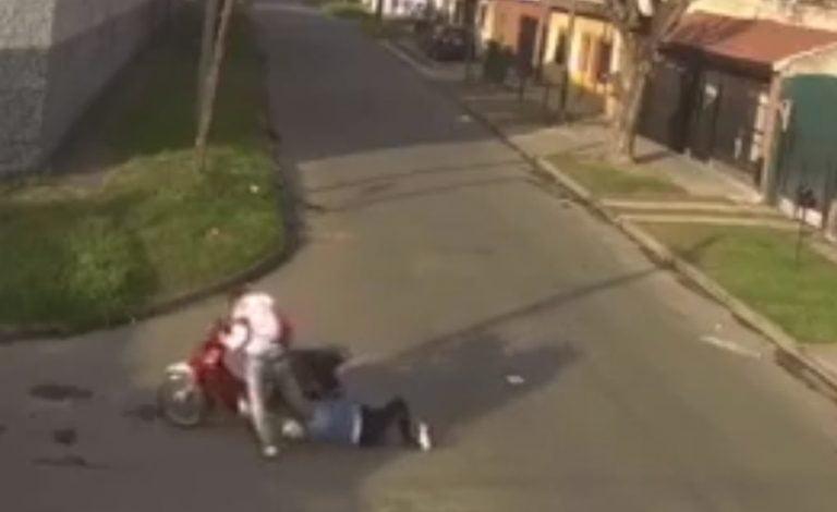 Motochorro arrastra 30 metros a una mujer enganchada por su pelo a la moto en Loma Hermosa