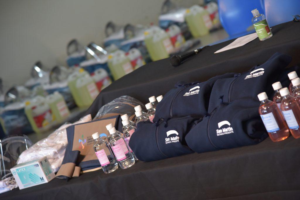 Durante La Jornada Junto Al Secretario De Desarrollo Social Oscar Minteguía Entregaron Kits De Seguridad Con Insumos De Cuidado Y Limpieza Y Conversaron Con Representantes De Cada Espacio.