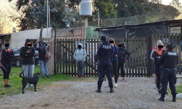 Asado y fútbol en cuarentena: detienen a 16 personas en Pilar