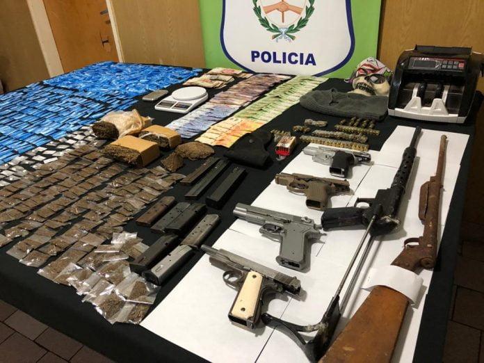 Armas, Granadas Y Drogas Secuestradas. Tres De Febrero