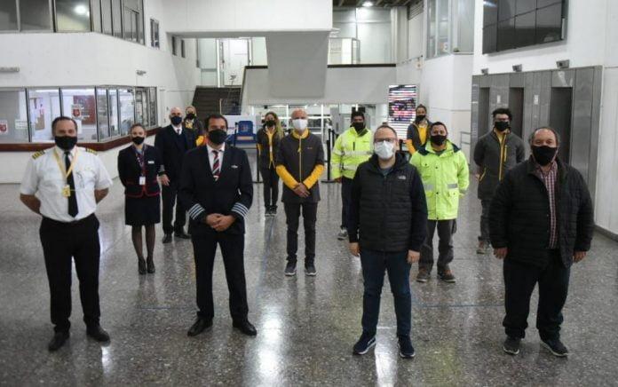 Diego Valenzuela Y Trabajadores Del Aeropuerto El Palomar