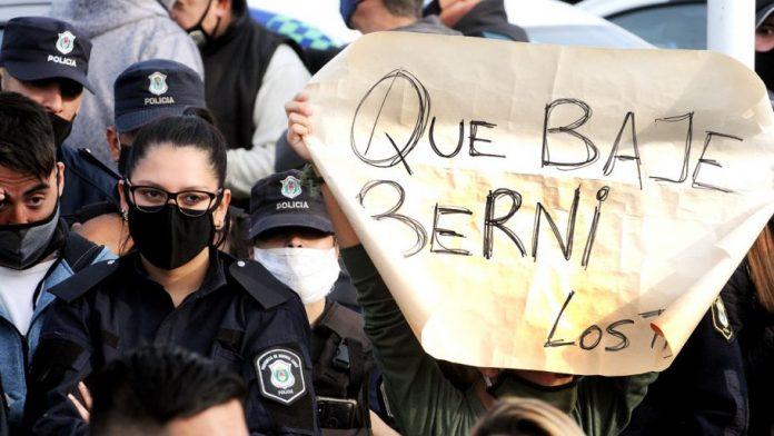Protesta De La Policia Bonaerense En Puente 12 Perfil Berni