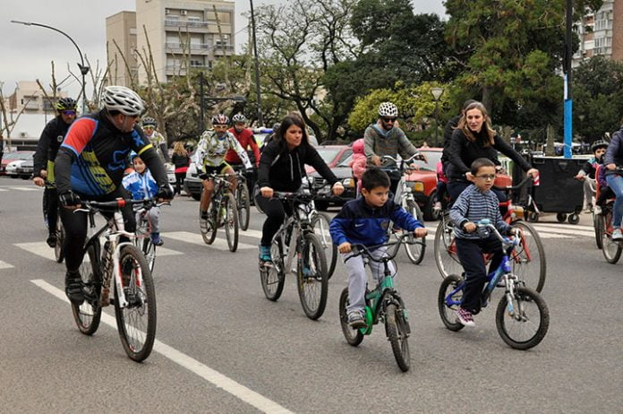Bicicleteada En Tres De Febrero