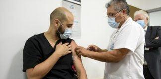 El Medico Francisco Traverso Uno Los Primeros Aplicarse La Vacuna Sputnik V