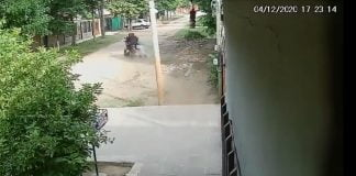 Merlo Motochorros Mujer Arrastrar Calle