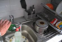 lavar platos agua uso