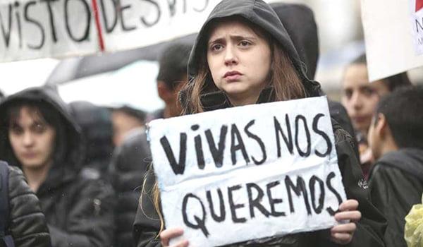 mujeres argentinas contra femicidios.