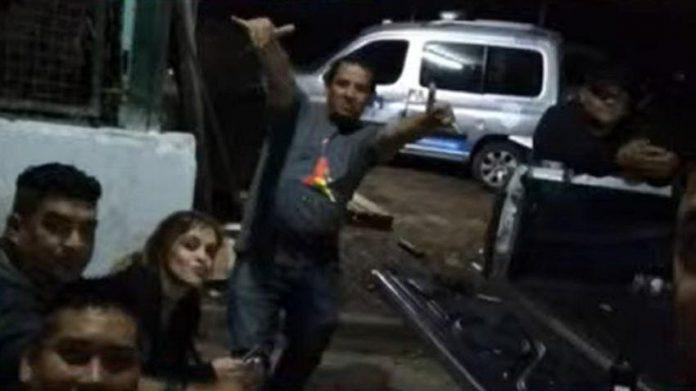 fiesta clandestina policías tres de febrero