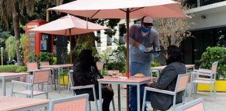 bar restaurante aire libre mesa calle