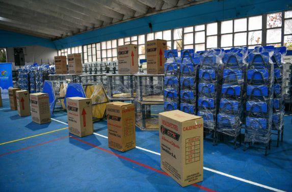 entrega mobiliario escuelas-escobar