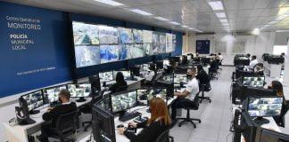 el intendente recorrio el centro operativo de monitoreo que ahora cuenta con mas de 1.200 camaras que funcionan las 24 horas en permanente contacto con el 911 y las fuerzas de seguridad.