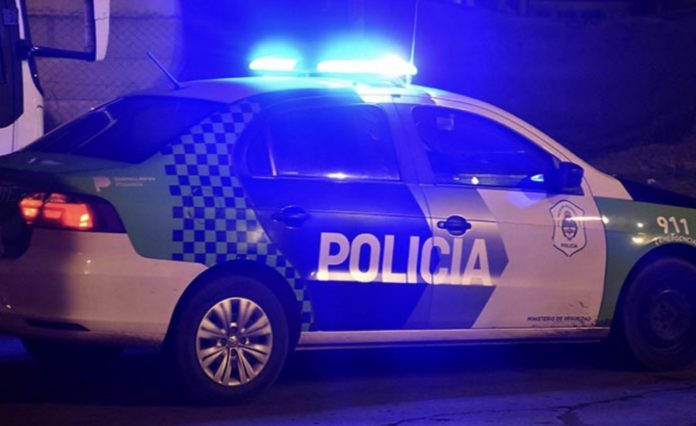 patrullero en noche