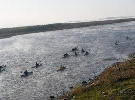 activistas travesia en kayak ley humedales